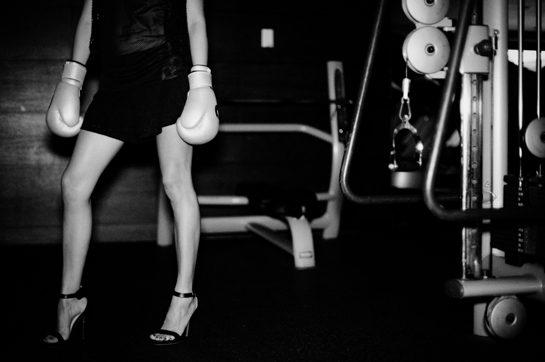 אנשים עם כפפות אימון - אייקון פיטנס